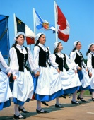 Acadische Tänzerinnen - Photo Credit: Nova Scotia Department of Tourism & Culture